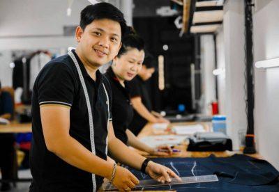 Sản xuất áo thun là một quy trình chặt chẽ được thực hiện bài bản và cẩn thận.