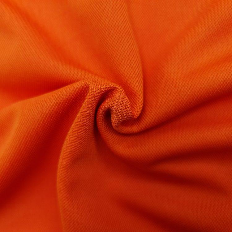 Hình chụp cận cảnh chất vải áo polo bo trơn cá sấu mè unisex màu cam