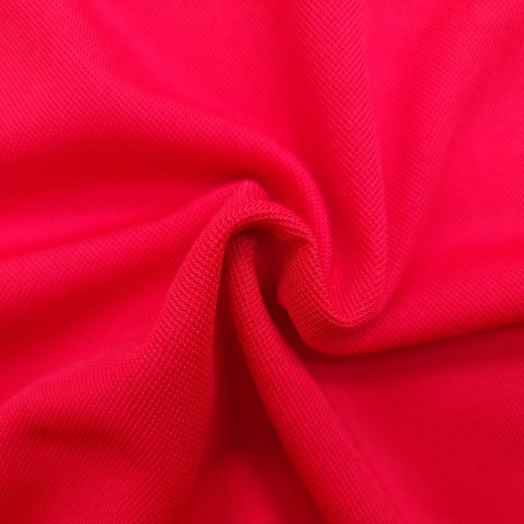Hình chụp cận cảnh chất vải áo polo bo trơn cá sấu mè unisex màu đỏ