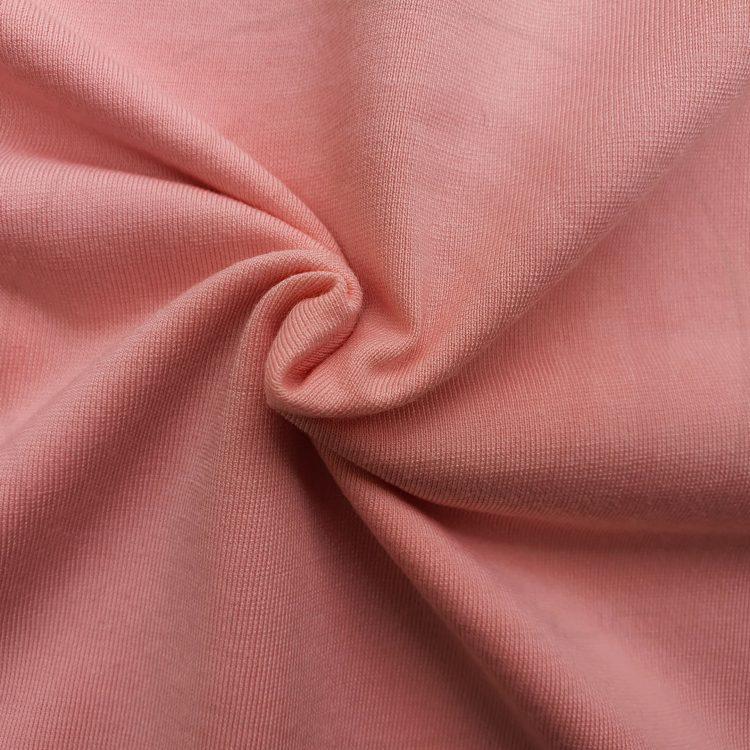 Hình chụp cận cảnh chất vải áo thun cổ tròn supe unisex màu hồng dâu