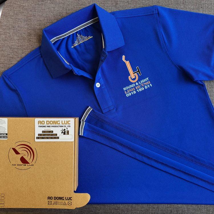 Đồng phục áo thun polo bo trơn xanh bích in decal logo