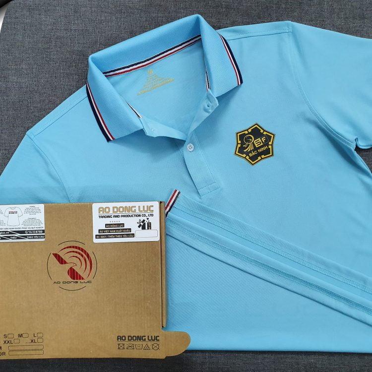 Đồng phục áo thun polo bo sọc xanh thiên thanh in decal logo
