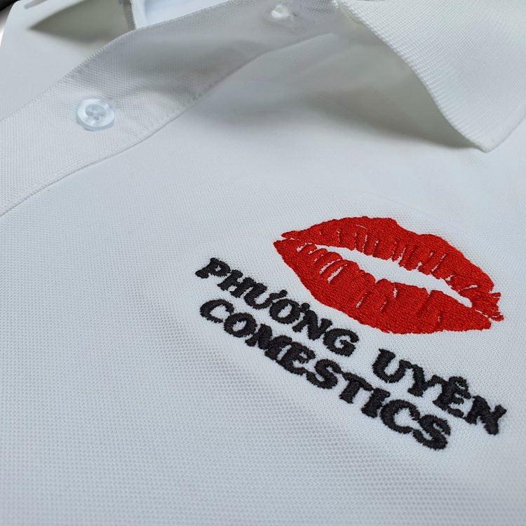 Hình thêu vi tính lên áo thun đồng phục polo màu trắng