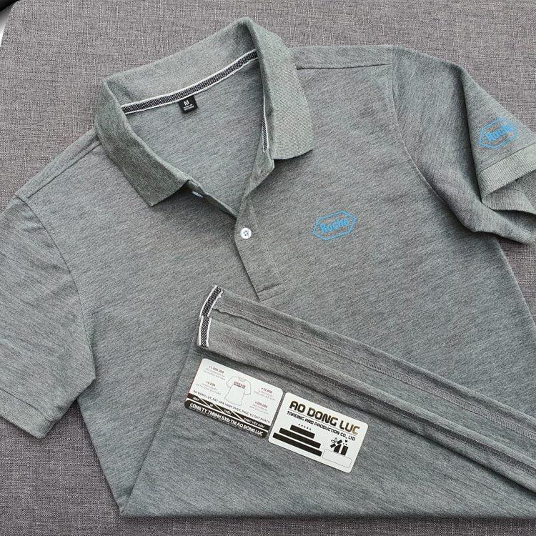 Đồng phục áo thun polo bo trơn màu xám đậm in logo